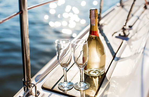 Cruise on the Bay - Top 5 Most Romantic Ideas for Your Valentine's Day